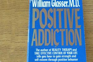 کتاب اعتیاد مثبت نوشته ویلیام گلاسر درباره تغییر عادات رفتاری منفی
