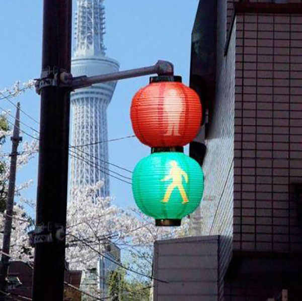 Chinese-lantern-traffic-lights
