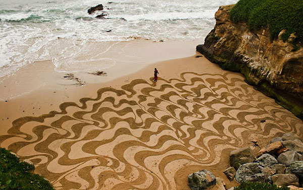beach-sand-paintings-andres-amador-16