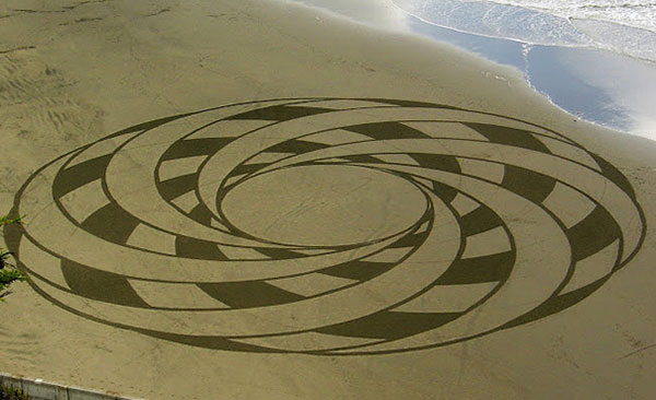 beach-sand-paintings-andres-amador-18