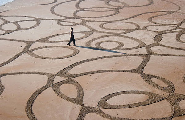 beach-sand-paintings-andres-amador-5