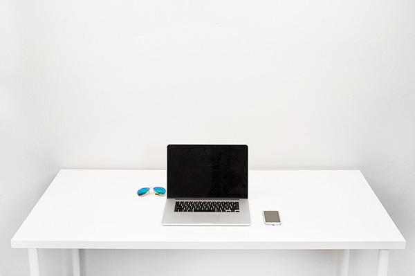 2014-لپ تاپ و میزکار در این روزها