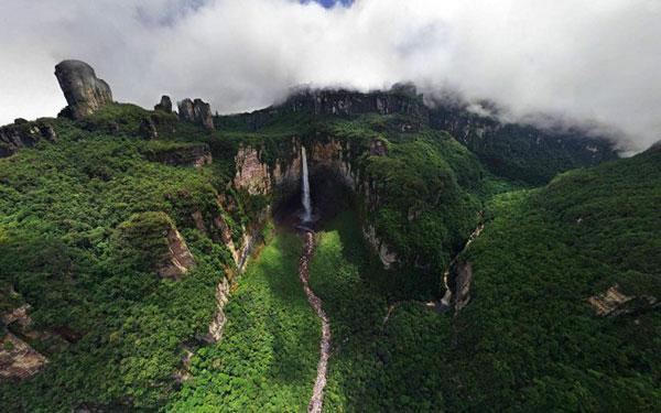بلندترین آبشار جهان