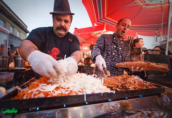 Burek-لایه گوشت به همراه پنیر و سبزیجات و ادویه جات شیرین و دانه های کنجد