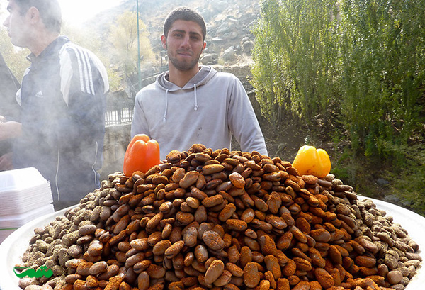 باقالی پخته به همراه گلپر