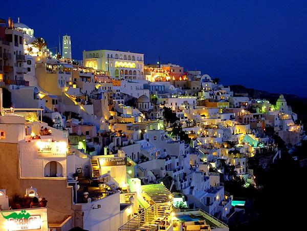 جزیره سانتورینی در شب