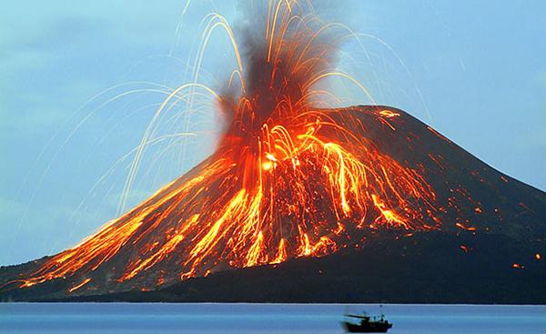 کوه آتشفشانی واقع درجاوه یکی از جزایر کشور اندونزی