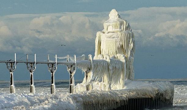 عکس فانون دریایی - کاملاً یخ زده و منجمد شده - کار فابریس روبن