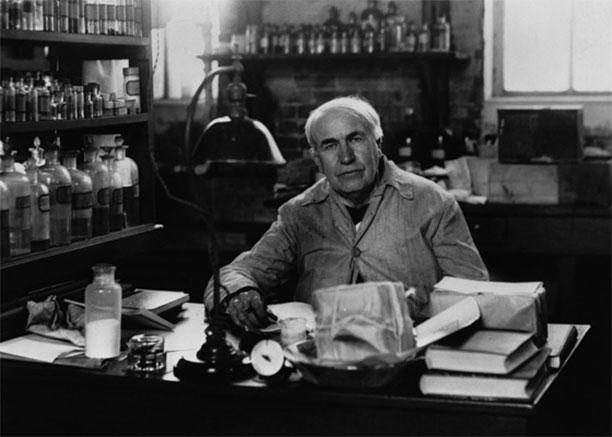توماس ادیسون در آزمایشگاهاش