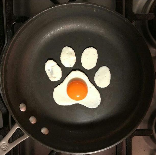 نقاشی با تخم مرغ، ماهیتابه و کفگیر