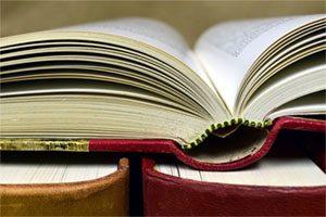 مرور ادبیات تحقیق در گزارش نویسی چه تأثیری دارد؟